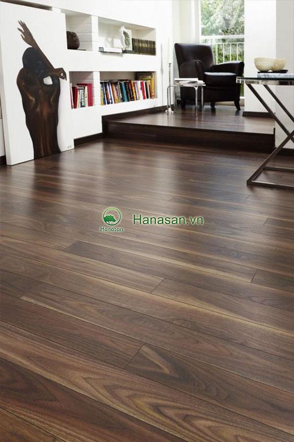 Sàn gỗ màu óc chó đậm