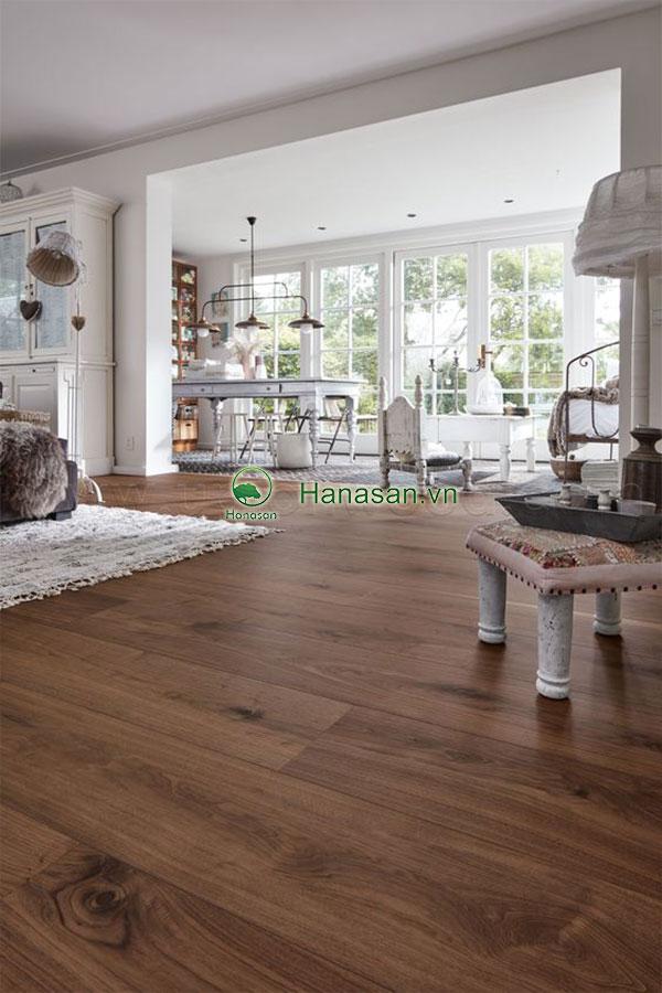Sàn gỗ màu óc chó mỹ